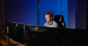 Morten Småstuen eravdelingsleder for driftsstøttesystemer i Statnett, og sier at selskapet trenger mange smarte hoder i fremtiden.