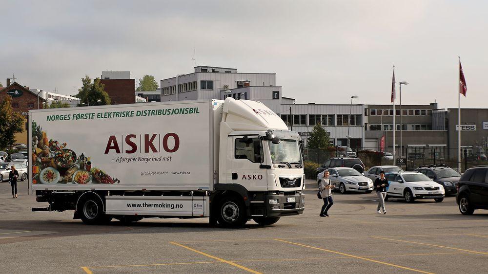 Den nye elektriske distribusjonsbil skal operere her fra Kalbakken. Dette er et av Askos tretten regionlagre i tillegg til sentrallageret på Vestby.