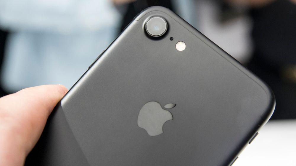 Nye iPhone 7 og storebroren 7 Plus legges ut for salg på fredag. Ifølge Reuters viser forhåndssalget at etterspørselen er langt bedre enn ved fjorårets lansering.