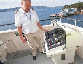 Man kan ta kontroll over skipet på begge sider av broen, slik at det skal være lett å legge til kai.