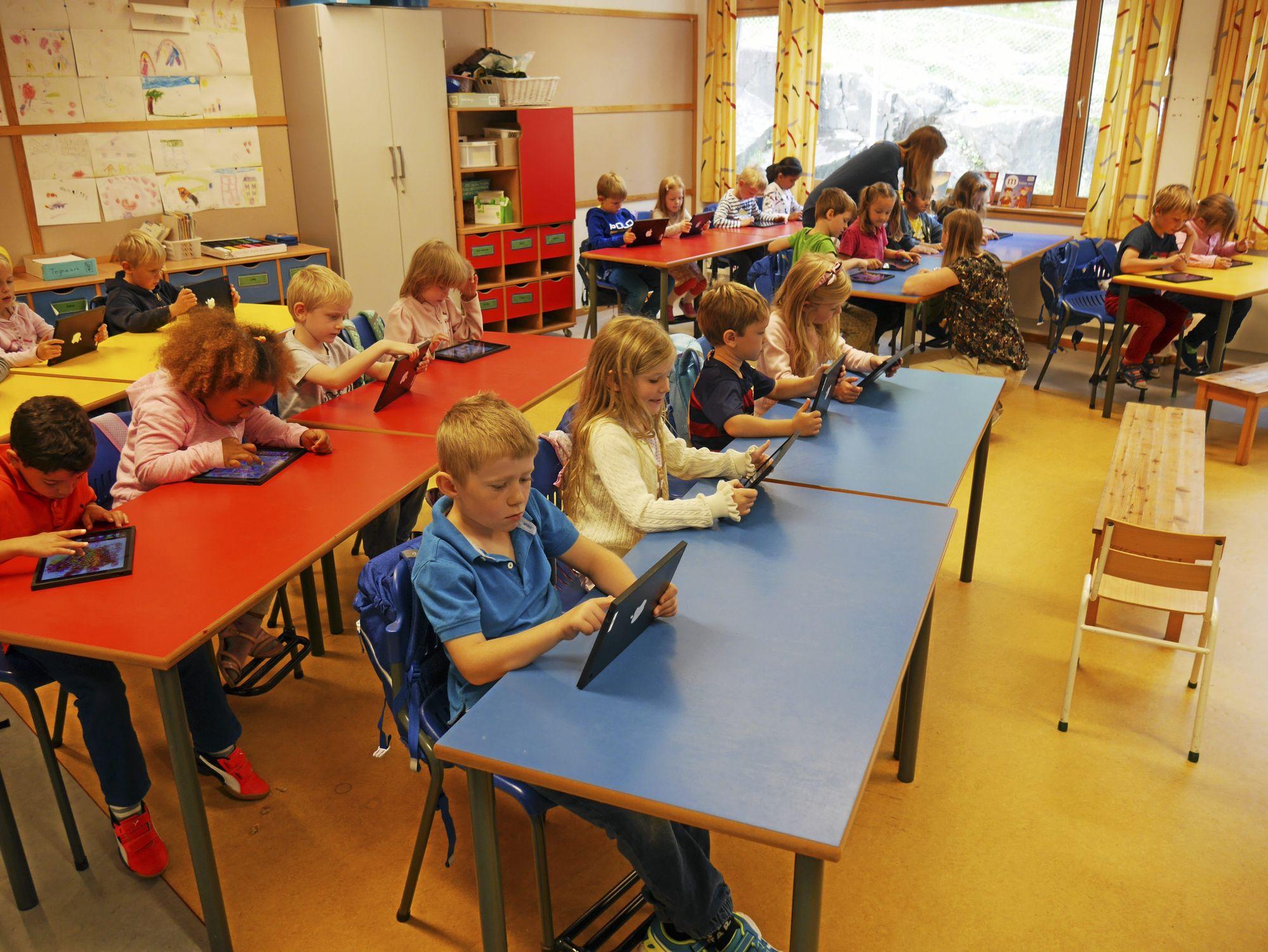 PRØVEPROSJEKT: Førsteklassingene på Østli og Kolbotn skoler deltar i et toårig prosjekt om bruk av ipad i undervisningen.
