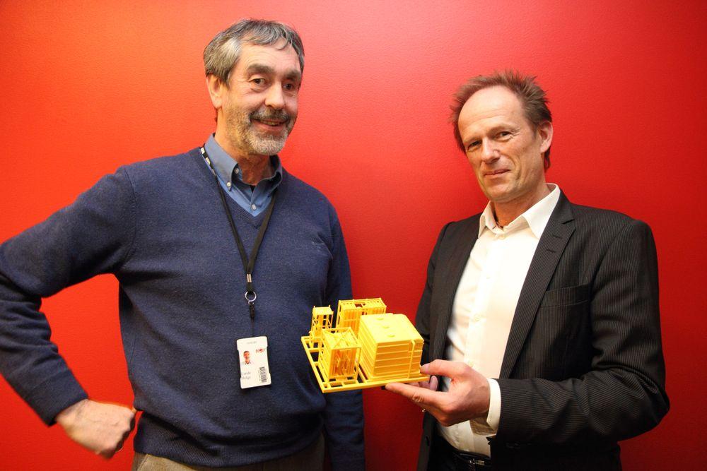 """Helge Lunde og Torbjørn Hegdal (t.h.) i Seabox. Lunde sier at så lenge man følger """"oppgaveteksten"""" der man søker om forsknings- og utviklingsmidler, så er mye gjort. Da behøver man ikke få konsulenter til å gjøre jobben for seg."""