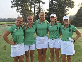 Jacksonville University golflag: Fra venstre: Maria Brunzell, Michelle Forsland, Louise Persson, Megan Collins og Amanda Detmer. Golf.