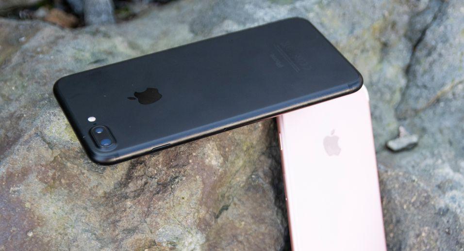 Det ser ut til at sjansen for å få fingrene på en iPhone 7 Plus i butikk ved lansering i morgen er svært liten, skal vi tro tilbakemeldingene fra norske forhandlere. Apple selv sier de er utsolgt i hele verden.