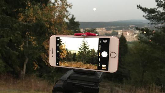 iPhone 7 i skumring. Fotografert med håndholdt iPhone 7 Plus.