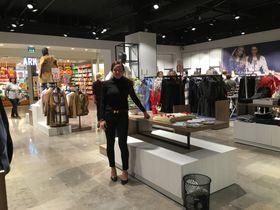 STOLT: Mye hardt arbeid ligger bak butikken som Barbro Ottesen Muri nå har etablert på Vinterbro senter.