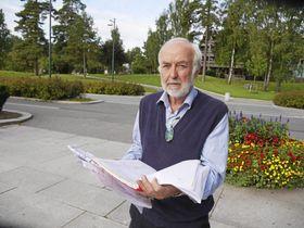 FRUSTRERT: Knut Arnesen er en av mange Oppegård-folk som sliter med lang saksbehandlingstid i byggesaker.