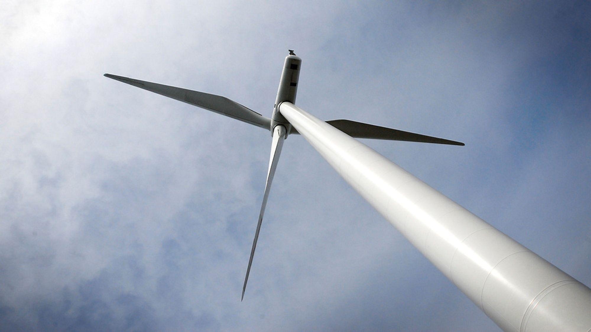 I Danmark stanses vindmøllene for å regulere strømproduksjonen. Er det egentlig et problem?