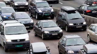 For fem år siden ble motorveien utvidet til seks felt. Nå er det mer kø enn noensinne
