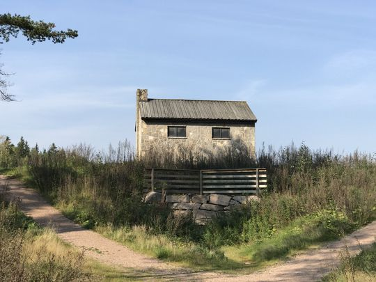 Det litt større, eller i hvert fall nærmere, huset på prærien. 2x zoom.