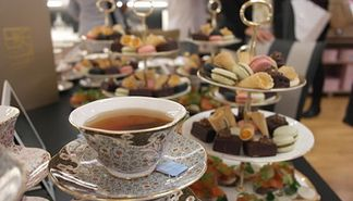 Grand og Wedgwood serverer afternoon tea