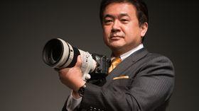 Yosuke Aoki i Sony lanserer A99 II på Photokina.