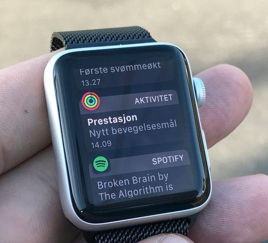 Apple Watch gjør en god jobb med å varsle om oppnådde mål og det som måtte foregå på telefonen din.