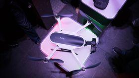 Gimbalen er plassert foran, istedet for under dronen, slik at propellene ikke skal synes i bildet selv om vi flyr raskt.