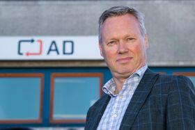 Geir Erik Lian er formelt utdannet elektronikkingeniør og har hatt lederjobber i både Hewlett Packard og Lenovo.
