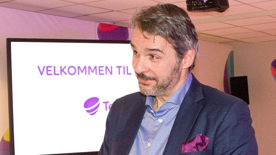 Kristian Renaas er leder for Telia bedrift. Nå kan han endelig tilby fiber til kundene sine.