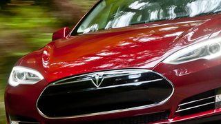 Tesla hacket og fjernstyrt av kinesiske eksperter - i fart