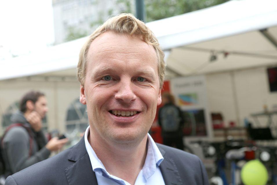 Teknologidirektør Jon Christian Hillestad i Telia Norge slår nå på tale over 4G - volte - for de første kundene. Men foreløpig vil ikke 4G-samtalene flyte over til kunder i Telenor-nettet. Da må de innom 3G-teknologi.