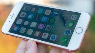 Tester viser at iPhone 7 med 32 GB er mye tregere enn modellene med mer lagringsplass