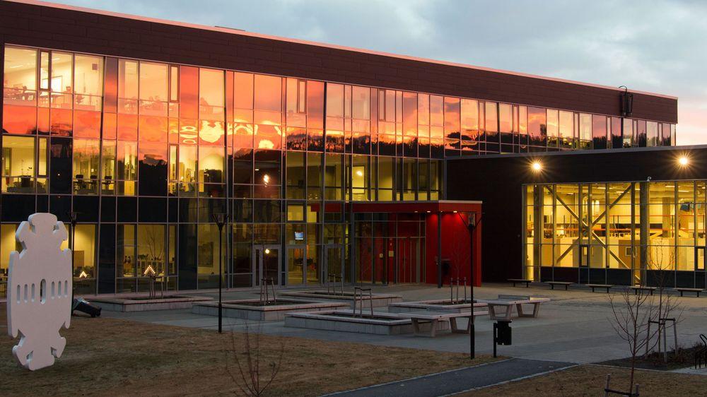 Tidligere skal Charlottenlund videregående skole i Trondheim vært koblet til resten av fylkeskommunen via en ISDN-linje og en gammeldags telefonsentral.