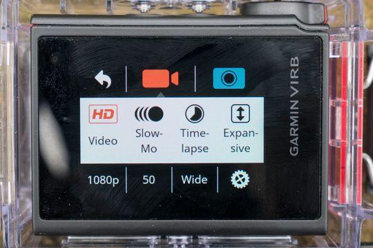 Hvis vi drar i den ene hvite stripen kommer vi til en hurtigmeny, med tilgang til kamerainnstillingene og hurtigoppsett for video, sakte-film med mer.