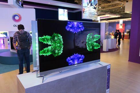 Inntoget av flere produsenter som har OLED-skjermer vil forhåpentligvis presse prisene ned for oss forbrukere.