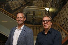 Hans Erik Vatne og Asgeir Bardal har jobbet med utviklingen av Hydros nye elektrolyseteknologi i over 10 år.