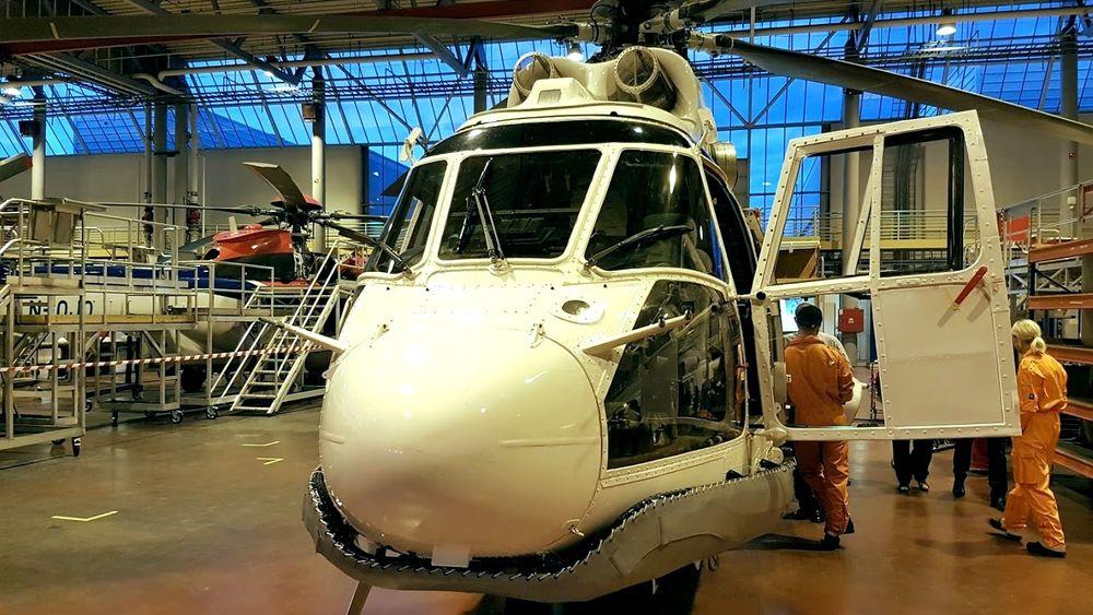 Dette AS332L limsar-helikopteret fra 1983 er i sar-beredskap, mens EC225-en til venstre har stått parkert i snart fem måneder.