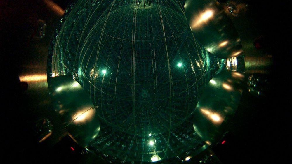 Borexino er en av femunderjordiske detektorer som registrerer geonøytrinoer idet de fyker gjennom jorda.