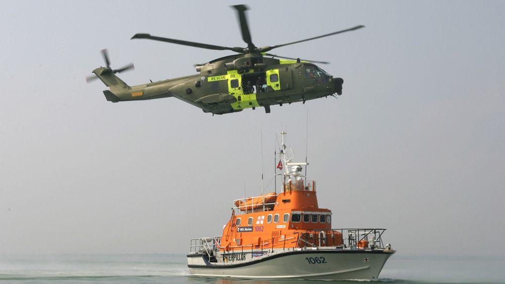 Dansk AW101-helikopter på redningsøvelse.