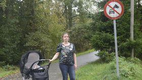 Tone Isene Waaler er frustrert over mopedkjøringen på gangstien mellom Jonas Lies vei og Sofiemyrhallen.