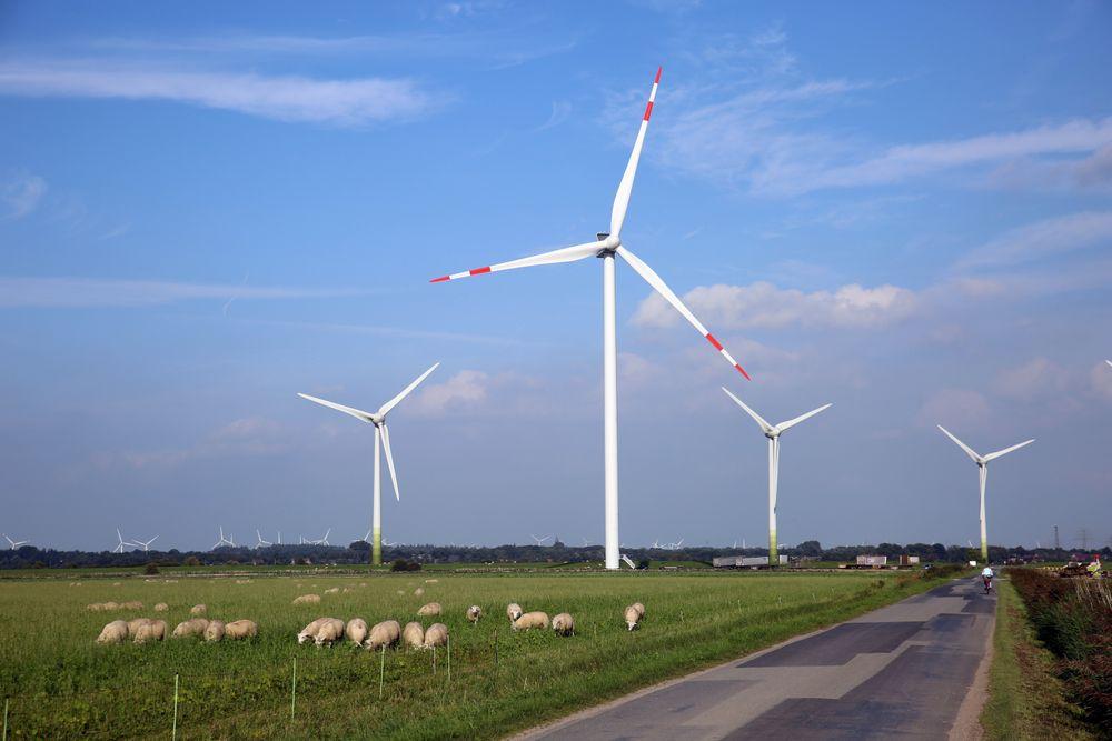 Vindkraft er en viktig inntektskilde mange steder på  landsbyga i Nord-Tyskland, hvor landbruket kaster mindre av seg enn før.