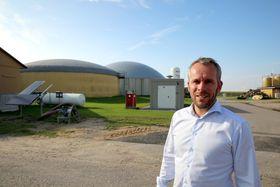 Daglige leder Ove Petersen i GP Joule selger elektrolysører for at overskuddsvindkraften i Nord-Tyskland skal kunne lagres og ikke gå til spille.