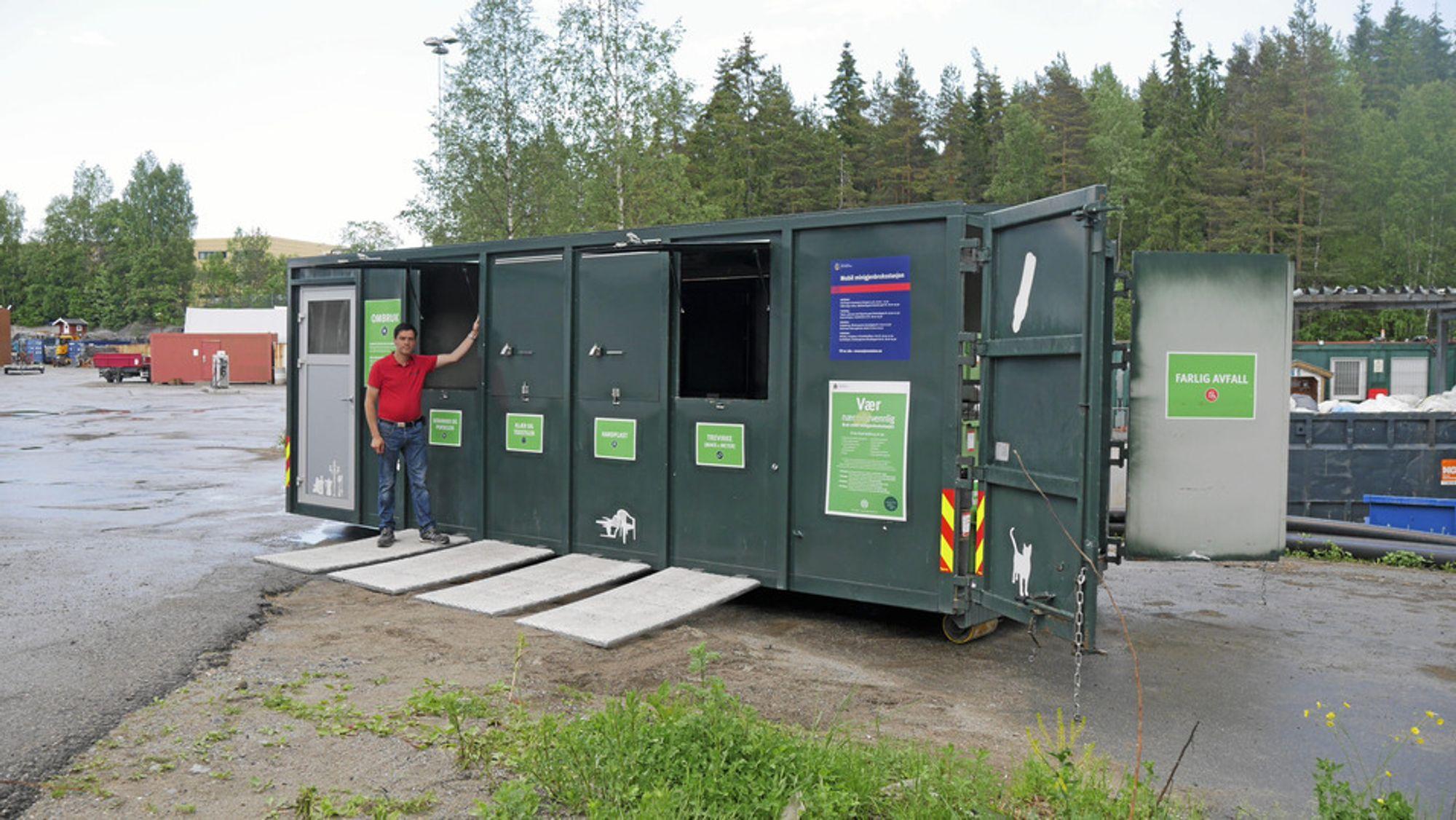 ROSER DE ANSATTE: Dag Øvrom i Follo Ren roser de ansatte ved gjenvinningsstasjonen for håndteringen av denne og andre farlige situasjoner.