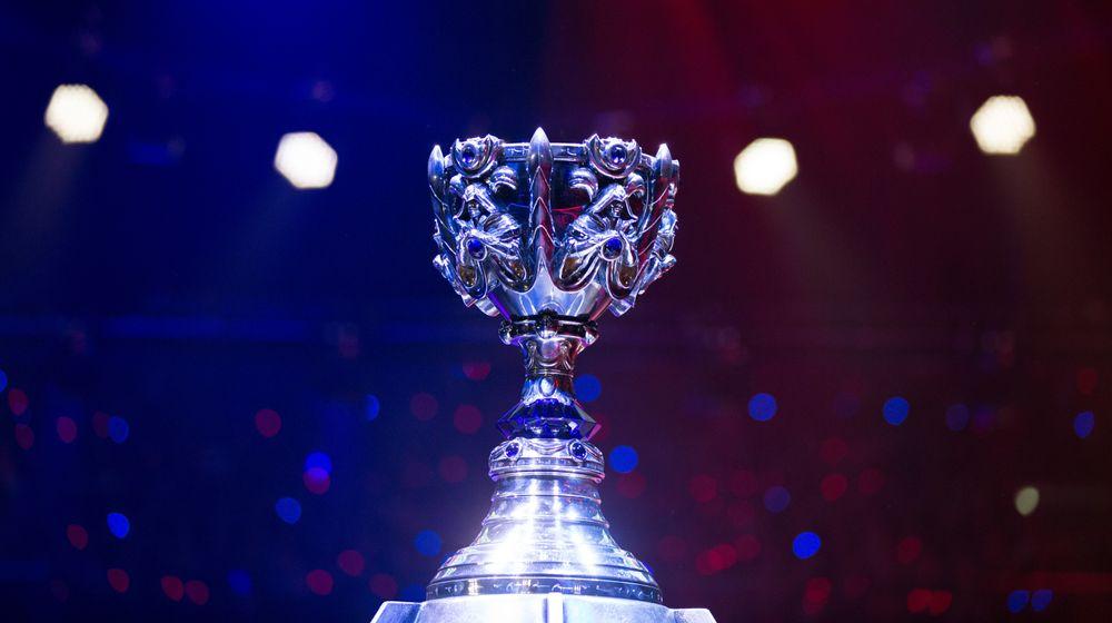 Pokalen fra fjorårets verdensmesterskap.