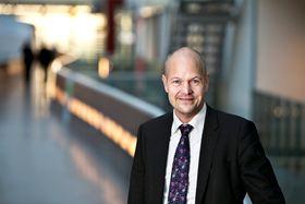 Kenneth Verlage, IT-sjef i Postnord, skal prøve roboten neste år.
