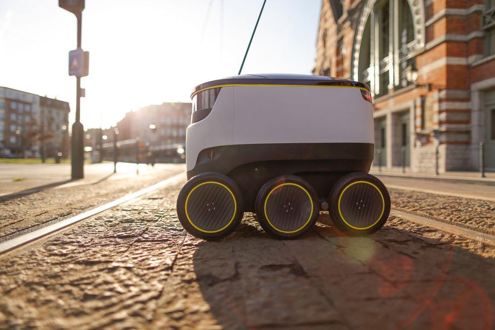 Starship-roboten ruller på fortau og har en maksfart på 6,5 kilometer i timen. Den er tiltenkt å kjøre den siste delen av veien hjem til kunden. Flere norske aktører ønsker å prøve roboten.