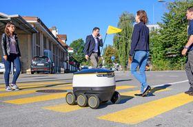 Starship-roboten prøves ut flere steder i Europa, blant annet her i Bern i samarbeid med Swiss post. © Béatrice Devènes.