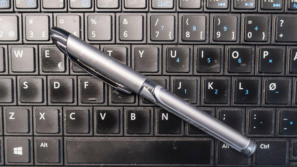 Penn eller tastatur: pennen er best for læring, men med digital pen på et dertil egnet nettbrett kan man hoppe bukk over papiret og få det beste av begge verdener.
