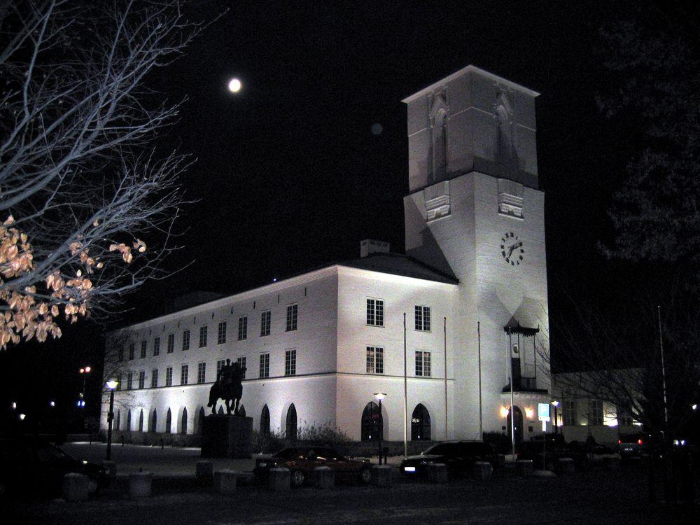 Flere rådmenn og kommunestyrer har blitt byttet ut fra man vedtok å innføre nytt økonomisystem i Bærum kommune i 2004. Systemet ble innført først i 2016 etter omfattende kostnadssprekk.