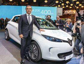 Renault-Nissan-sjef Carlos Ghosn presenterte den oppdaterte utgaven av Renualt Zoe i Paris.