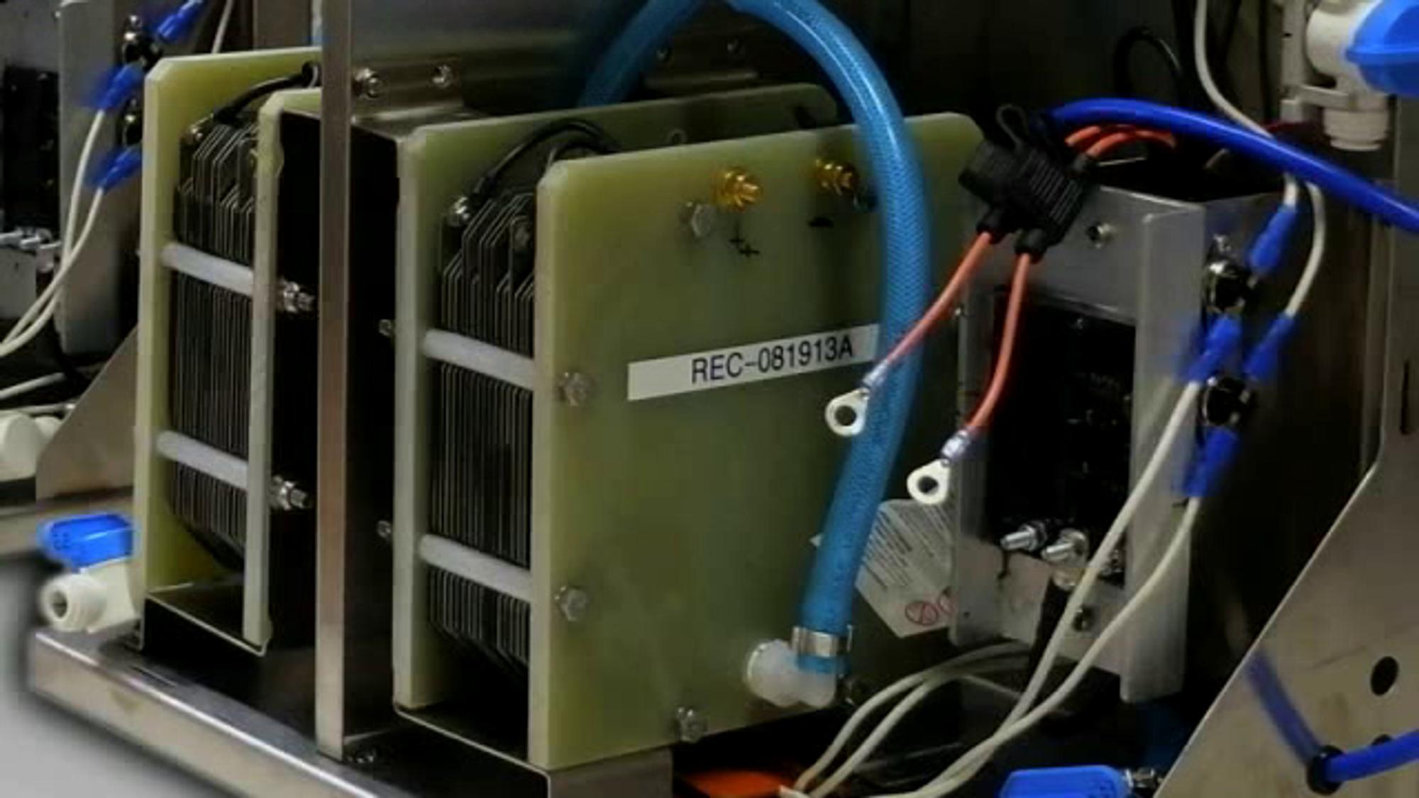 Norsk gründer med omstridt teknologi: Mener vann og strøm kan redusere drivstoff-forbruket med 20 prosent