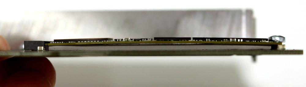 Bunnputas tykkelse gjør at selv vår enkeltsidede M.2-SSD får en liten bue på seg...