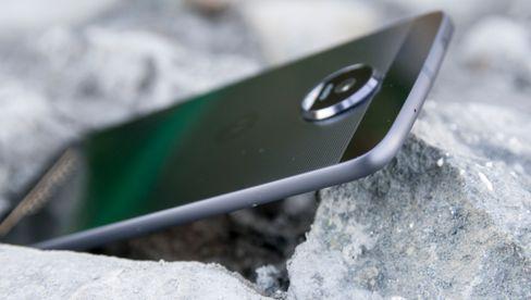 Moto Z er en svært lekker og velbygget telefon om du kan leve med under middels batteritid.