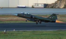 PÅ VINGENE: For første gang på 33 år fløy Starfighteren igjen over Bodø.