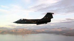 BACK IN BUSINESS: Gjengen i Starfighterens Venner har jobbet i tretten år for å få Starfighteren tilbake i luften.