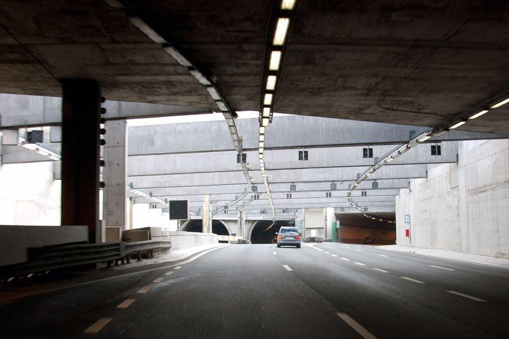 Statens Vegvesen er bekymret for trafikantenes sikkerhet etter at Follobaneprosjektet sprengte for kraftig ti meter unna Ekebergtunnelen.