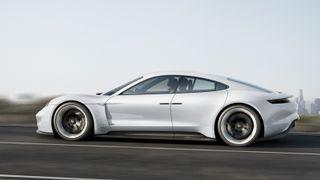 Porsche jobber for å unngå «Tesla-fella»