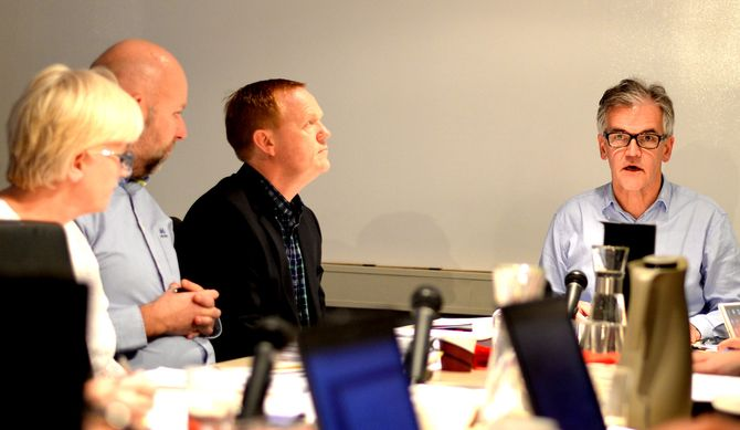 Arkivfoto fra et tidligere PFU-møte. Fra venstre; Fremover-redaktør Tone Jensen, ambulansesjåfør Erik Schjenken, Vi Menn-redaktør Alexander Øystå og PFU-leder og VG-journalist Alf Bjarne Johnsen.