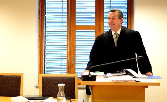 TILBAKE I MANESJEN: Steingrim Wolland (53) stilte i Oslo tingrett i november både saksøker og sin egen prosessfullmektig. Etter noen år uten advokatbevilling er han nå tilbake i manesjen med svart kappe.